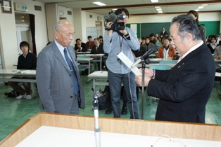 2010.3助成交付式.JPG